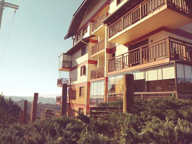 LOCAR-IN GRAMADO Bosque das Azaléias, holiday rental in Nova Hartz