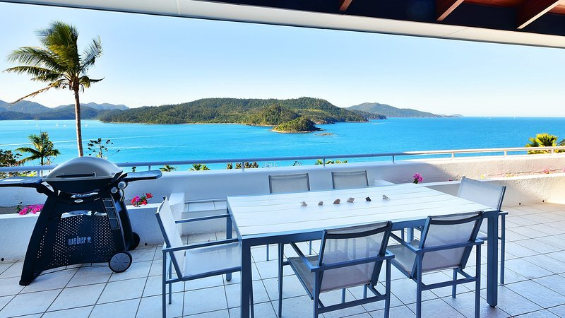 Bella Vista E9 - Ocean View Spacious 2 Bedroom 2 Bathroom Sleeps 5, vacation rental in Whitsunday Islands
