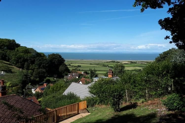 West Wind, Porlock - Holiday cottage for up to 6 guests with lovely views to the, holiday rental in Porlock