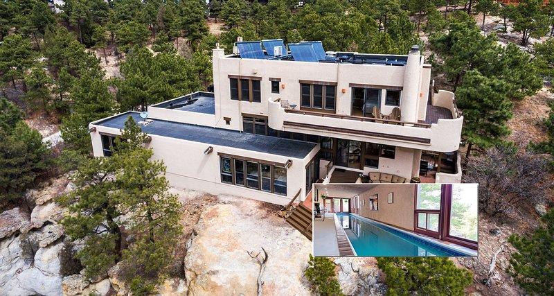 Una casa di mattoni del sud-ovest con piscina coperta riscaldata