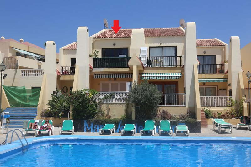 Espléndido apartamento con vistas a la piscina y al mar