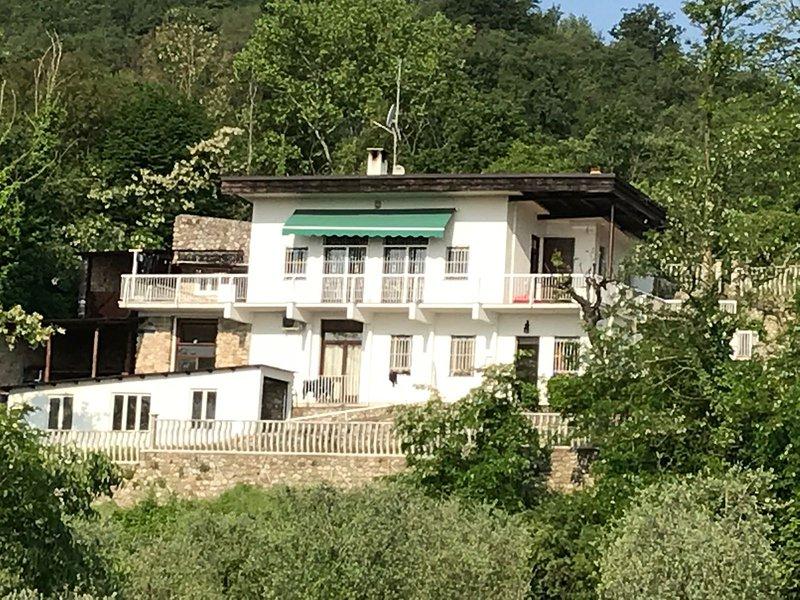 vooraanzicht van de villa