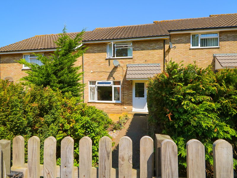 HOWARDS HILL WEST, in Cromer, WiFi, distant sea views, alquiler vacacional en Aylmerton