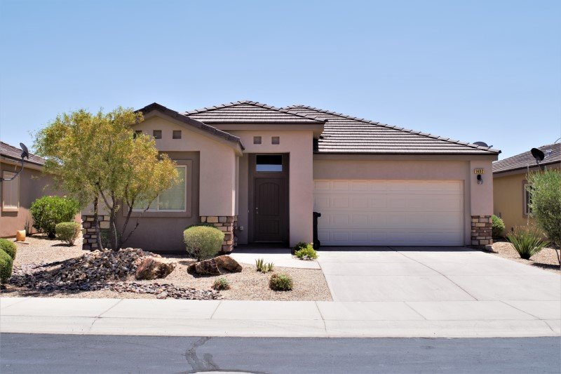 Brand New Home With Spacious Backyard & Golf Course Views, holiday rental in Mesquite
