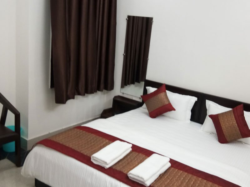A1 Guest House - Super Deluxe Room 1, vacation rental in Gurugram (Gurgaon)