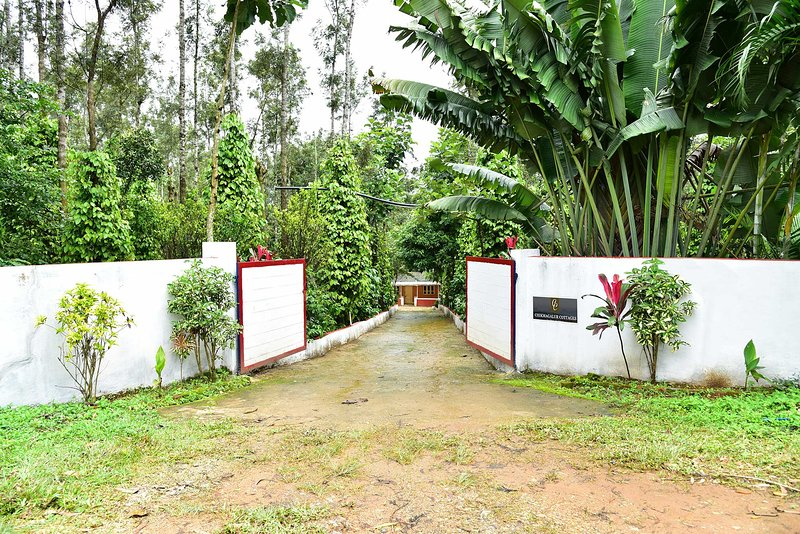 Chikmagalur cottages-5L, holiday rental in Sakleshpur