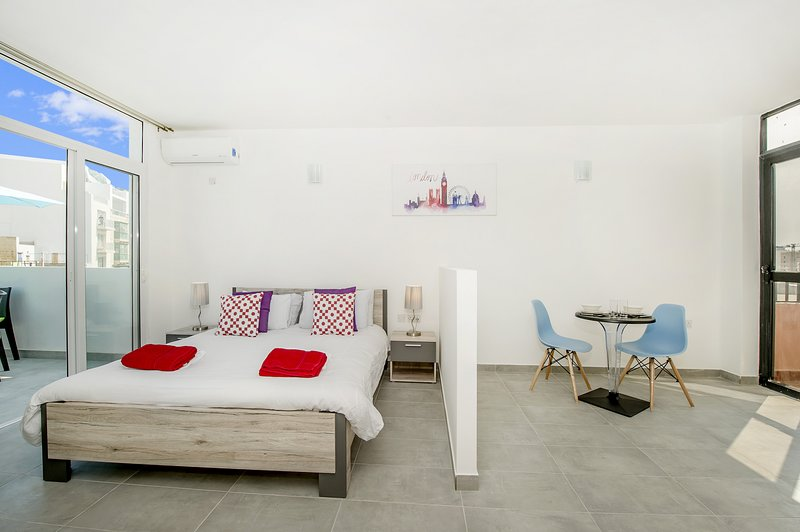 Penthouse, Estudio-apt, Terraza con vistas a La Valeta., Ferienwohnung in Ta' Xbiex