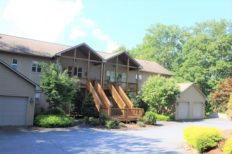 Large Mountain Resort Condo, vacation rental in Whittier