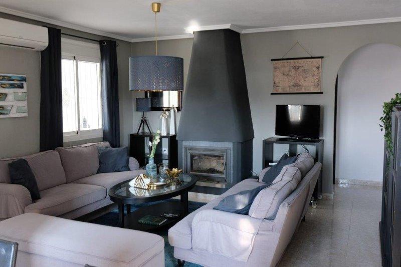 Chic, luxury  lounge in Casa Oso Blanco
