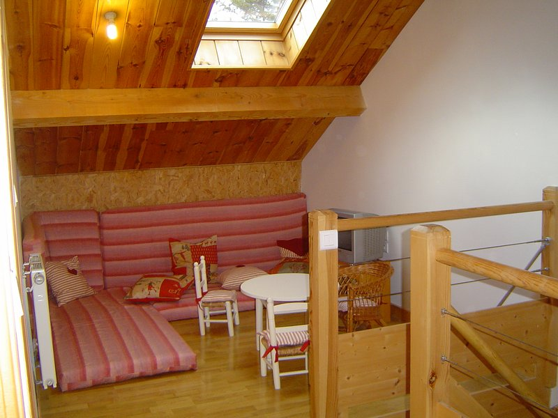 Beautiful apt with mountain view, vakantiewoning in Lachapelle-Graillouse