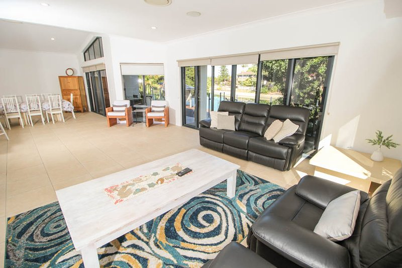 Maureen Waterfront Holiday Home, vacation rental in Burleigh Waters