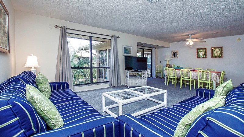 Great 2/2 Sanibel Condo, Nice Pool, Private Beach, holiday rental in Sanibel Island