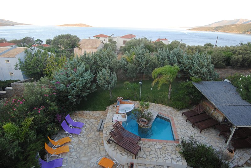 1 hour from Athens in Evia near the sea, casa vacanza a Styra
