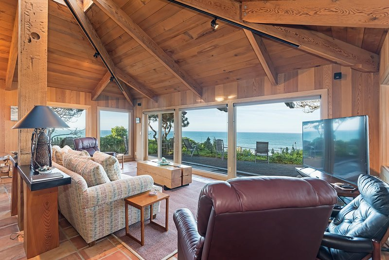 D & R's Cliff Dwelling Paradise - Ocean View Living Room