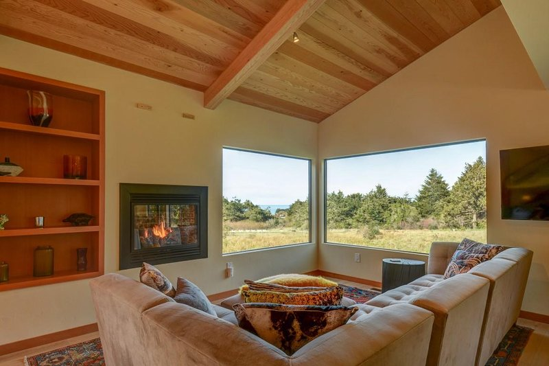 Stormfield - Sofá secional de sala de estar e lareira