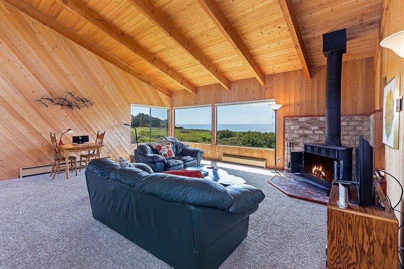 Kaye Home - sala de estar com vista para o mar