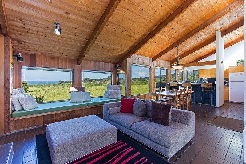 Mouro Selvagem + Guest House - Sala de Estar com Vista do Mar