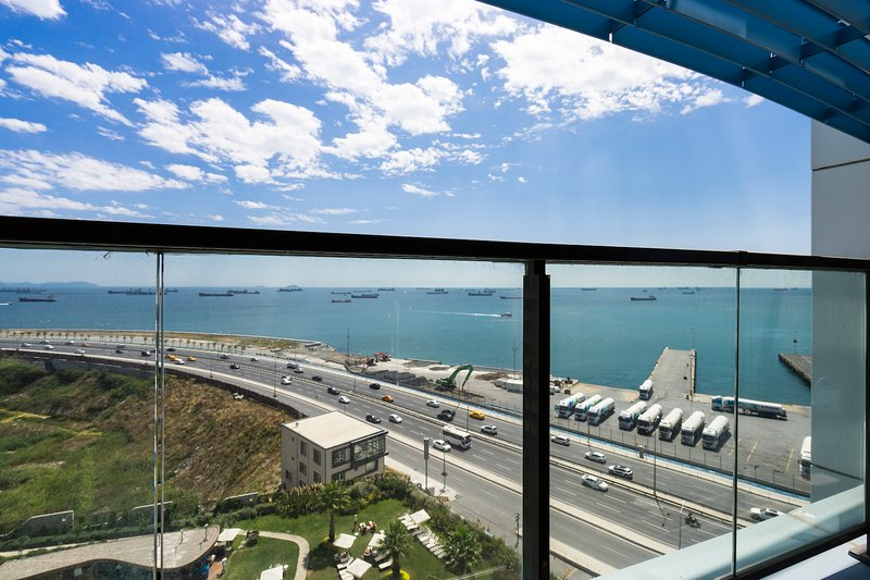 Amazing Sea View Luxury Apartment, vacation rental in Istanbul