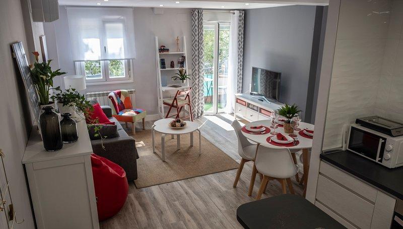 Apartamento VALTOUR Diseño junto al Centro+Wifi+AC+SmartTV 1-6personas, location de vacances à Valladolid