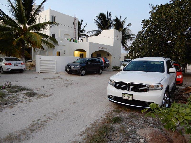 5500 sf, 3 STORY, BEACH VILLA.YUCATAN MEXICO. POOL, SLEEPS 10, 5 bd, 6 bth., vacation rental in Chicxulub Municipality
