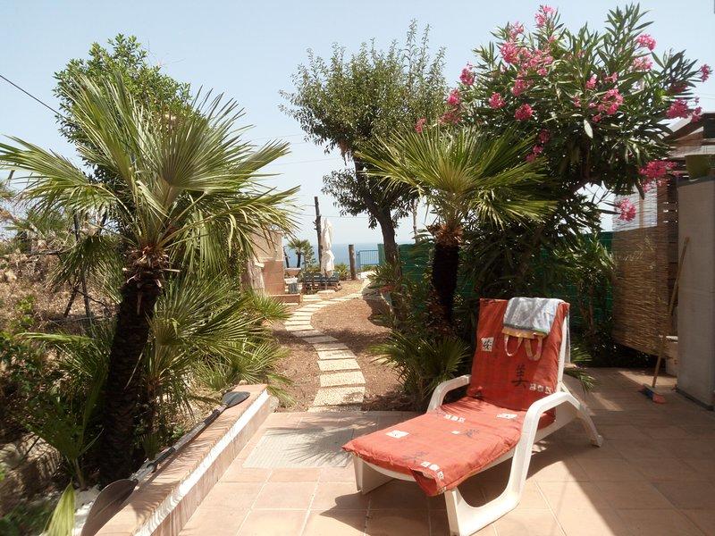 Piccola Villa Maya con  WiFi - Godi del  silenzio tra cielo.....mare e natura, location de vacances à Zarbo di Mare