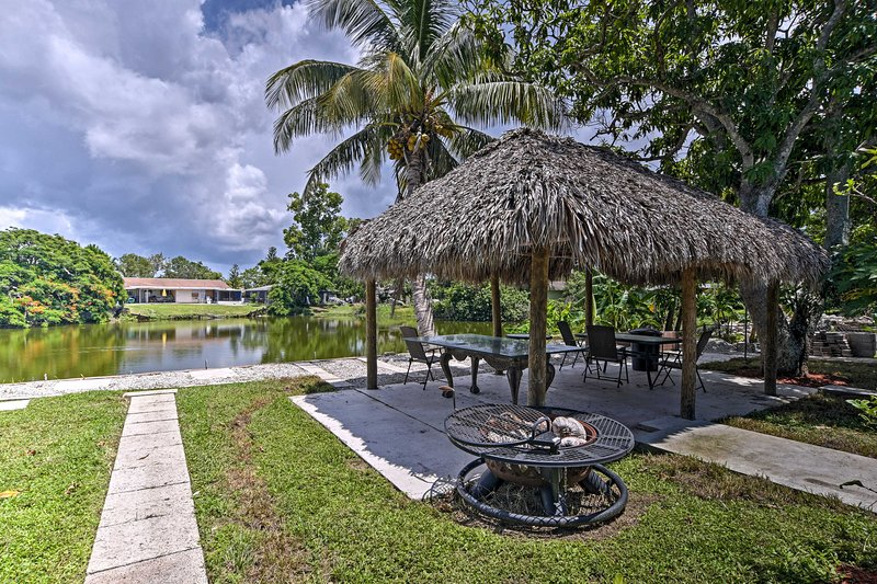Naples Getaway w/ Gazebo - 2Mi to Clam Pass Park!, vacation rental in Pelican Bay