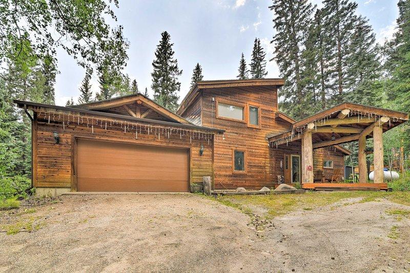 Mountain Cabin w/ Deck & Backyard on Mill Creek!, vacation rental in Dumont