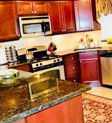 Brandneue Küche mit neuen Geräten voll bestückt