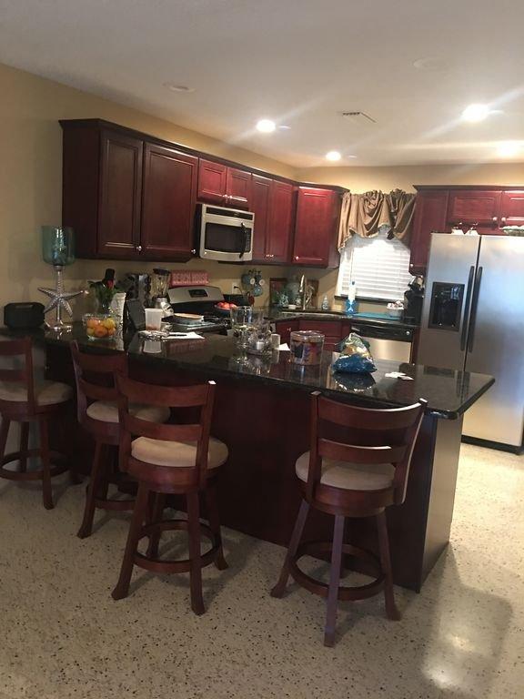 Nagelneue voll ausgestattete Küche