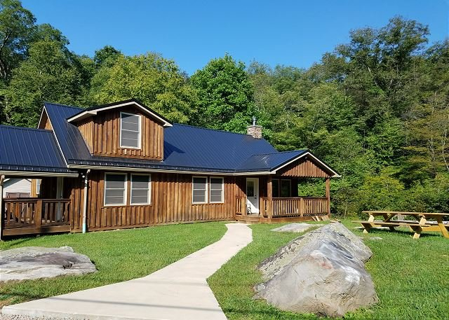 OVR's Cottage on Meadow Run.  Cozy Cabin Overlooking Beautiful Natural Stream, vacation rental in Confluence
