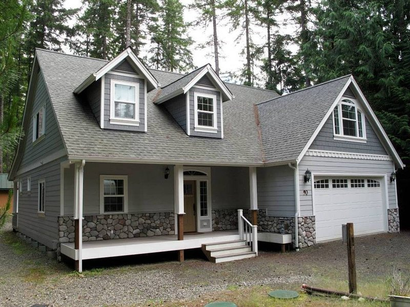 Vacation Retreat Located on a Quiet Wooded Lot in a Lake/Golf Community, location de vacances à Shelton