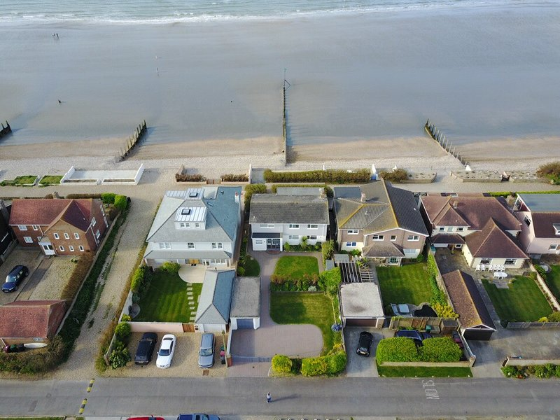 ' Ocean Waves '  Beach  House Directly On Sea Front, holiday rental in Bracklesham Bay