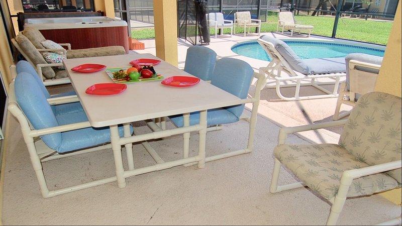 Essen im Freien, eigener Pool und Whirlpool