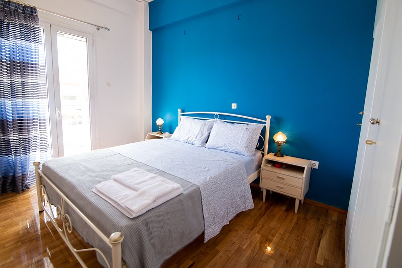 Stylish with Big Terrace Apartment . 5 minutes from Monastiraki (by metro)., holiday rental in Chaidari