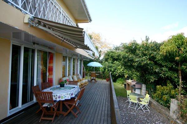 Nice house with sea view & terrace, casa vacanza a La Possession