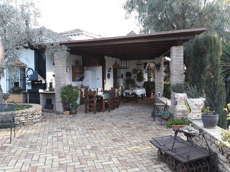 Amazing villa with swimming-pool, alquiler de vacaciones en Setenil de las Bodegas