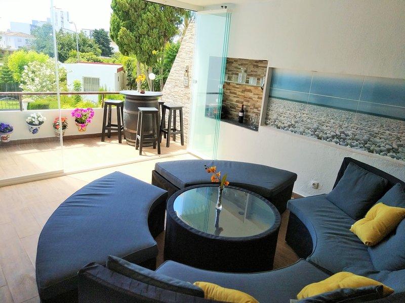 Great flat near Puerto Marina, pool & tennis court, alquiler de vacaciones en El Arroyo de la Miel