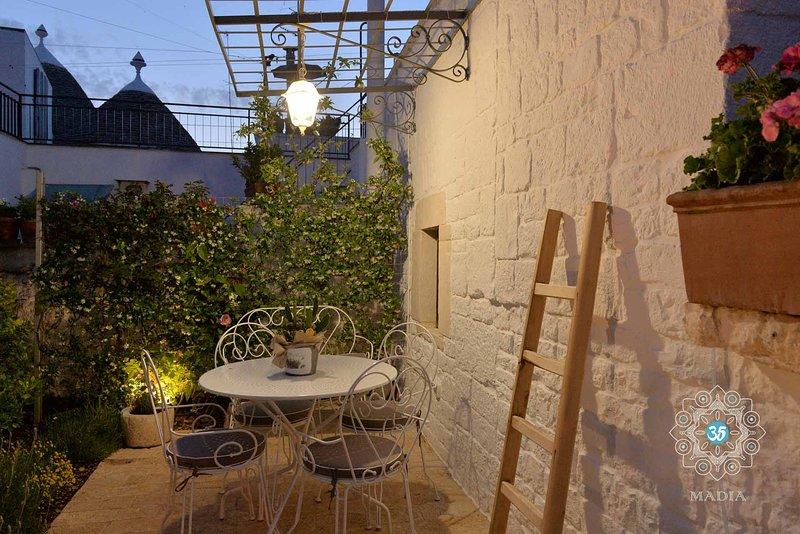 Trulli MADIA - Luxury Suite L'Ulivo, holiday rental in San Leonardo