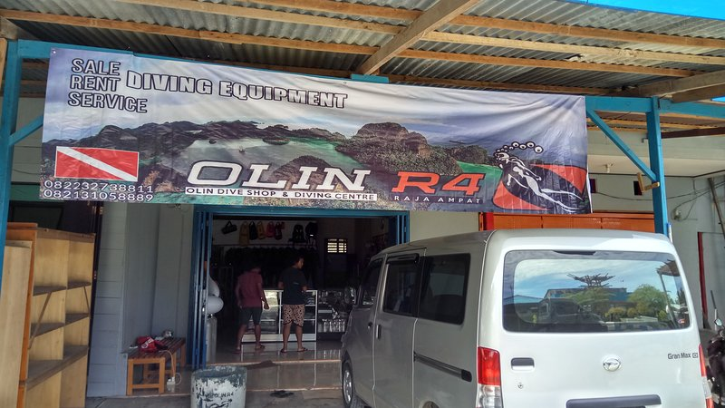OLIN DIVE CENTER / EFENLI ARNES HOMESTAY, vacation rental in West Papua
