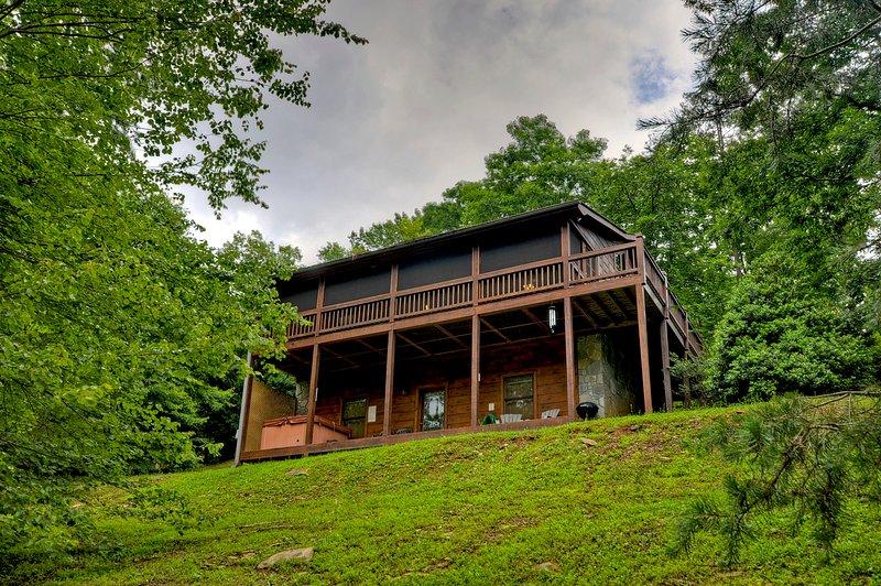 Sugar Creek Retreat- Quaint Cabin in Blue Ridge, holiday rental in Blue Ridge