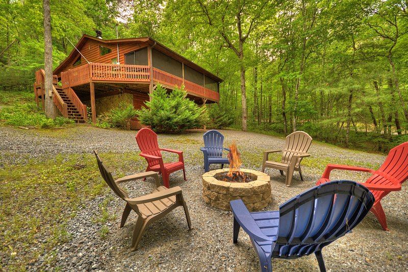 Sweetwater Escape Cozy Cabin a Fightingtown Access, holiday rental in Epworth