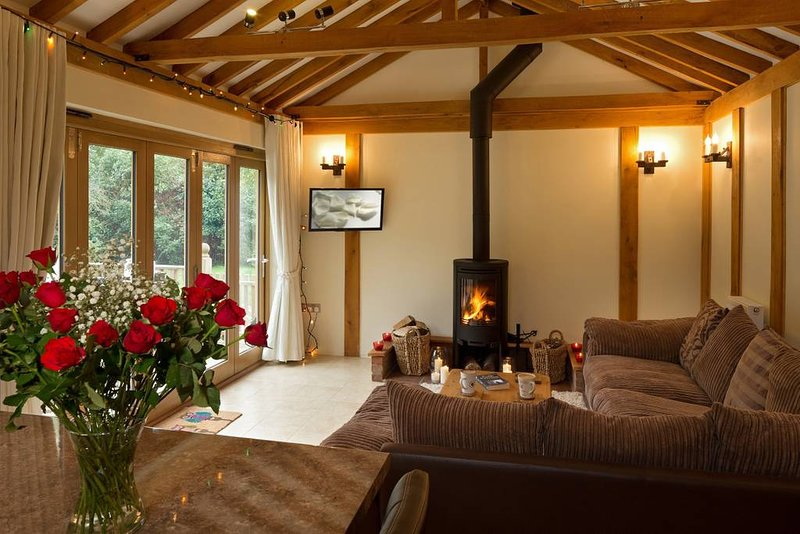 Luxury barn, hot tub, masseur, spa, pizza oven, bicycles, location de vacances à Haughley
