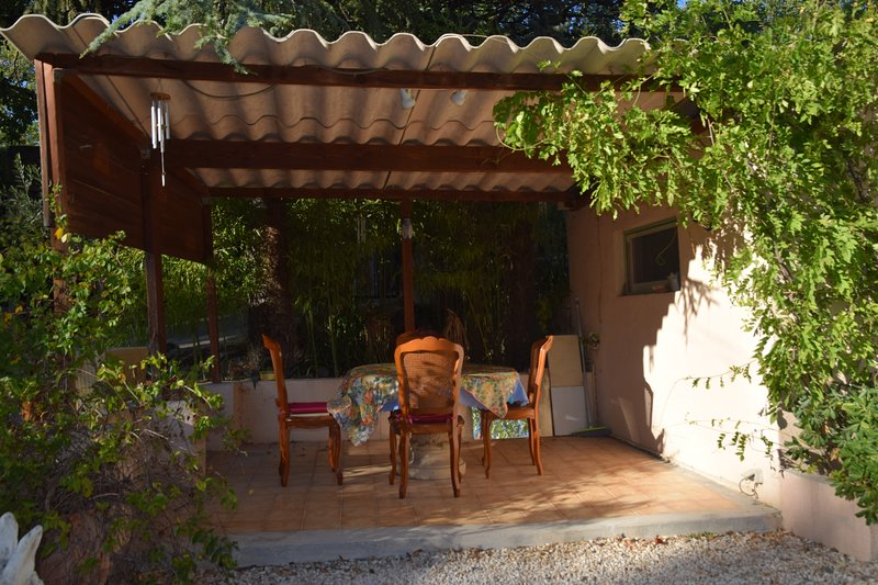 Beautiful house with garden & Wifi, location de vacances à Sanilhac-Sagriès