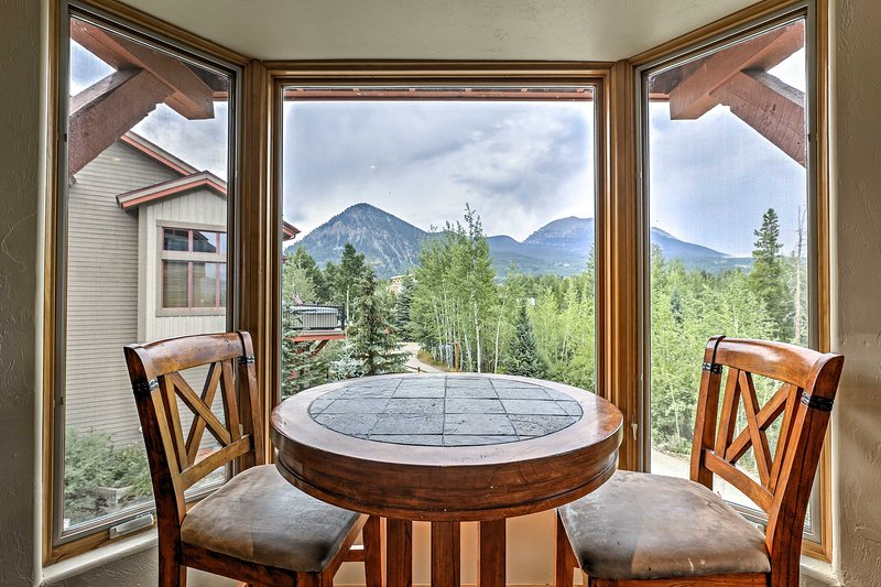 With beds for 12 and awe-inspiring views, this condo is sure to impress.