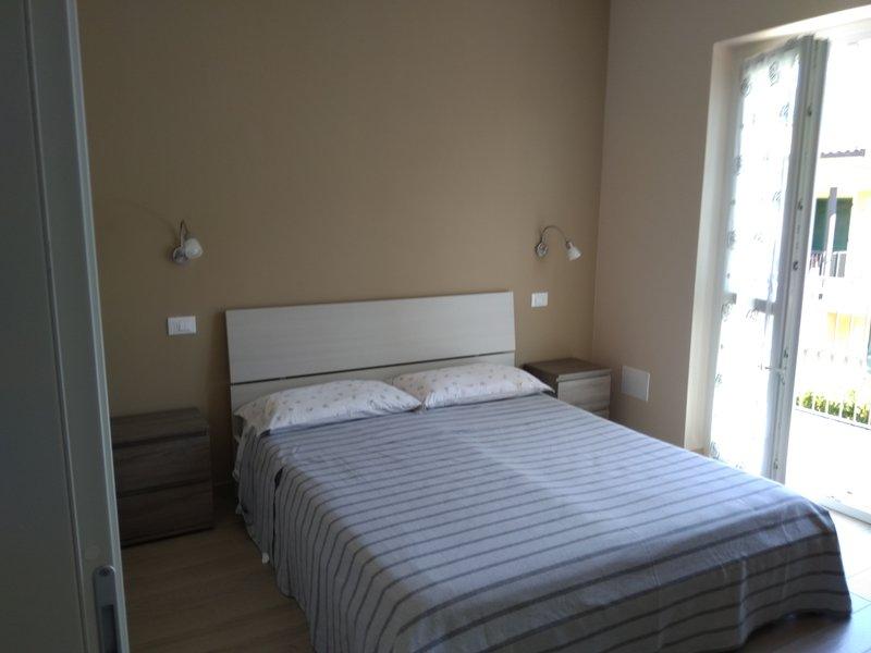 Bedroom with balcony overlooking the lake