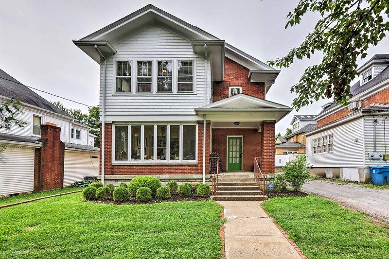'The Green Door' Lovely Apt-1 Block to DT Danville, vacation rental in Perryville