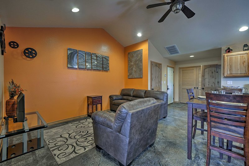 The Bunkhouse * Rolling Meadows Ranch w/ Hot Tub, holiday rental in Stillwater