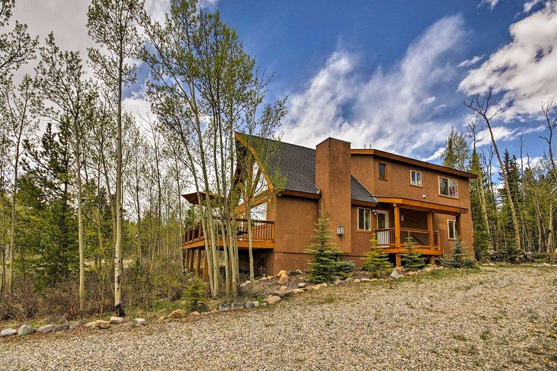 ¡Esta hermosa cabaña de alquiler de vacaciones en Fairplay es un retiro de las Montañas Rocosas!