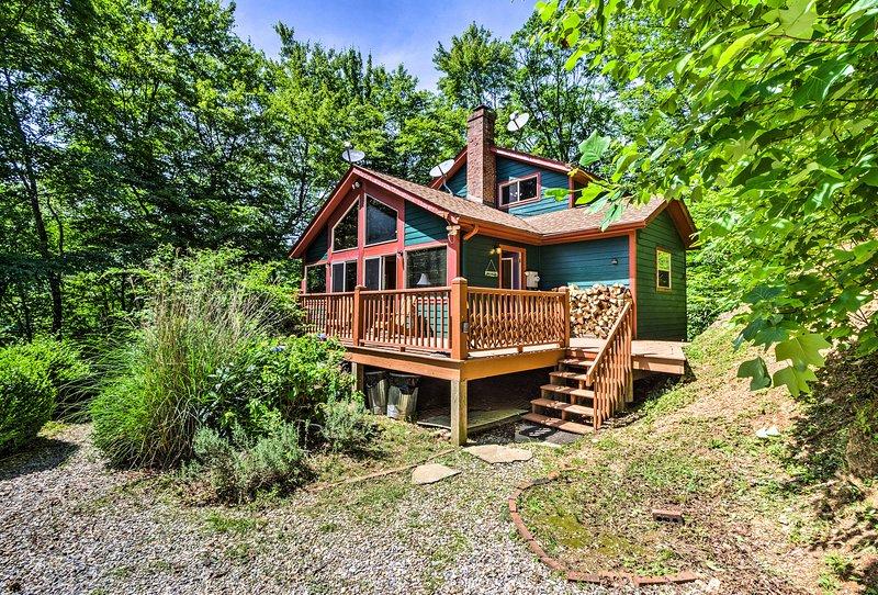 ¡Esta casa está enclavada en un frondoso bosque!