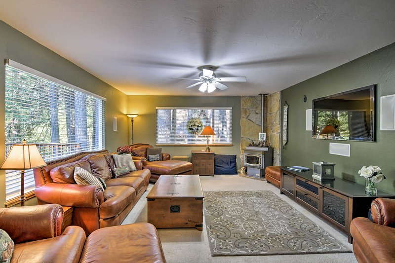 Pet-Friendly Arnold Home - Steps to Hiking Trails!, holiday rental in Barton